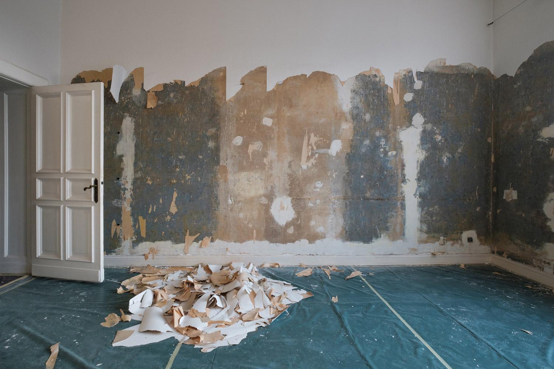 Usuwanie tapety ze ściany - metoda na sucho