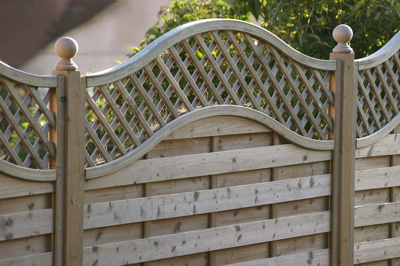 3Jaką-farbą-do-drewna-zaimpregnować-ogrodzenie.jpg