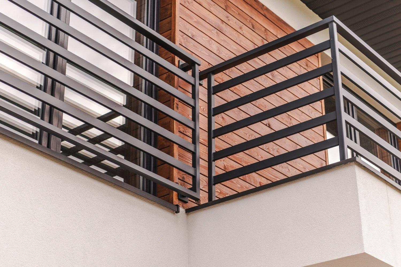 Odnawianie metalowej balustrady
