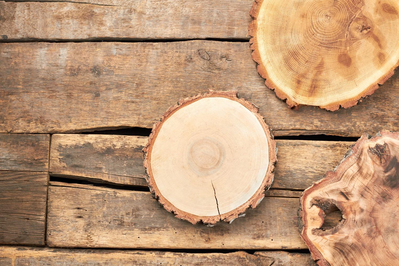 Jak zabezpieczyć ozdoby z plastrów drewna?