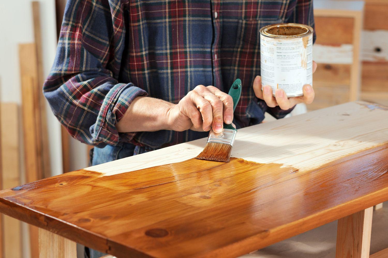 Malowanie blatu lakierobejcą