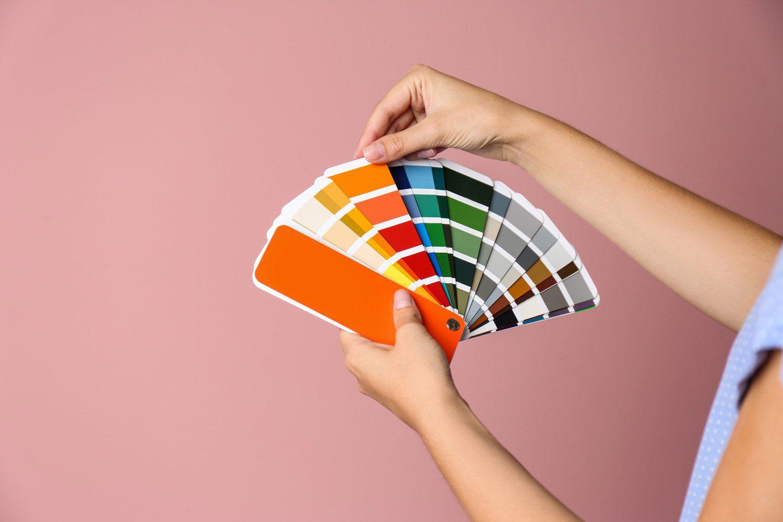 Jak barwy ciepłe i zimne wpływają na postrzeganie przestrzeni?