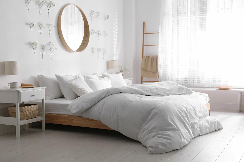 Nowoczesna sypialnia w bieli