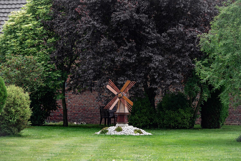 Jak zrobić wiatrak ogrodowy z drewna?