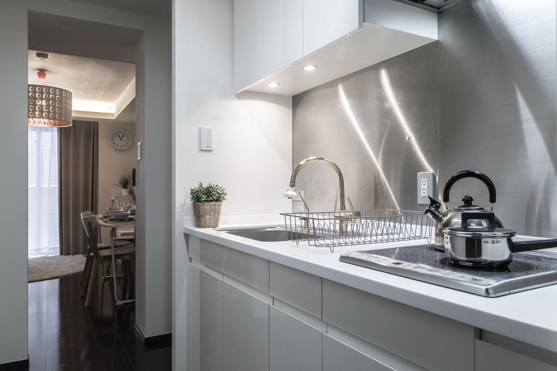 Odpowiednie wykończenie frontów mebli kuchennych oraz blatów