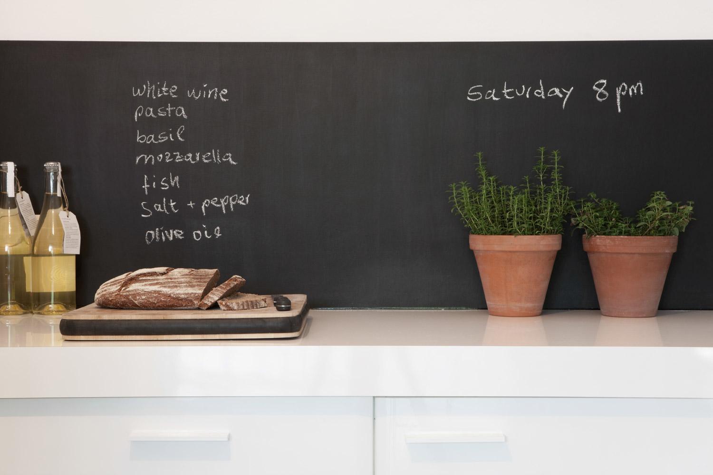 Ściana tablicowa w kuchni