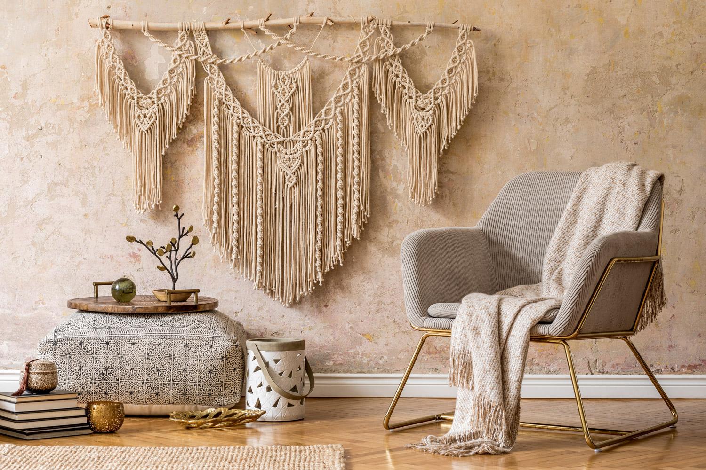 Dekoracje ścian w salonie w stylu boho