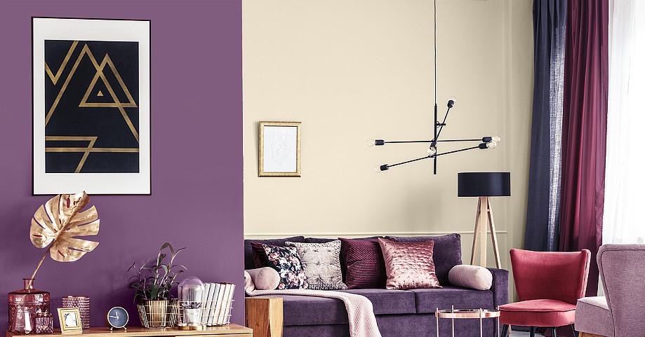 fioletowo-kremowe ściany w salonie.jpg