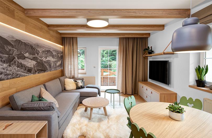 7 pomysłów na salon z elementami drewna na ścianie.jpg