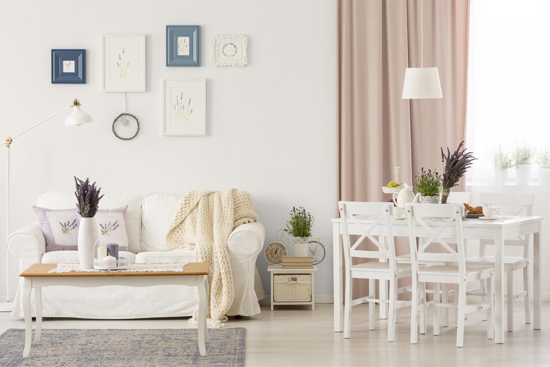 Salon z jadalnią w stylu prowansalskim - MAGNAT Ceramic C1 biały diament