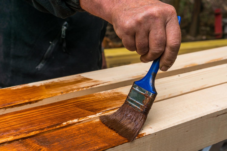 Jak zrobić drabinę z drewna i czym ją zabezpieczyć?
