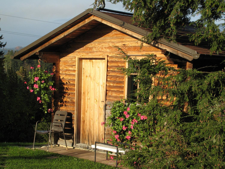 Jak urządzić mały domek na działce?